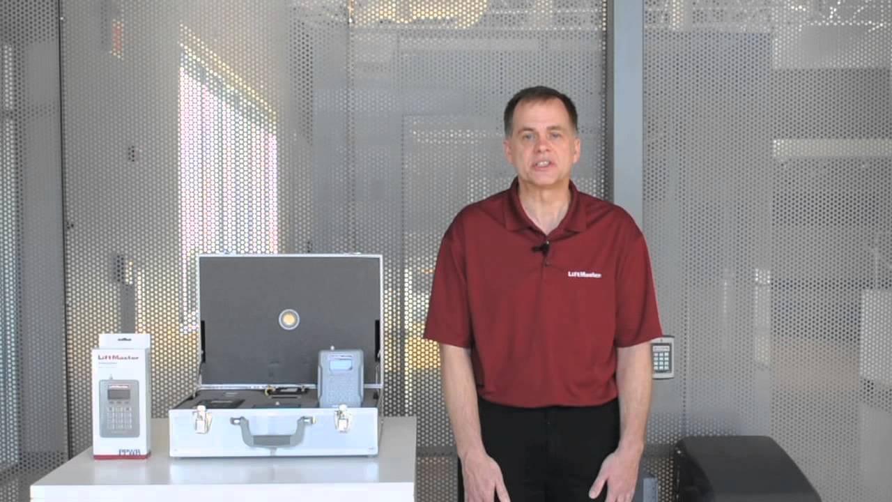 The-STAR1000-Passport-Receiver-Access-Radio-Controls